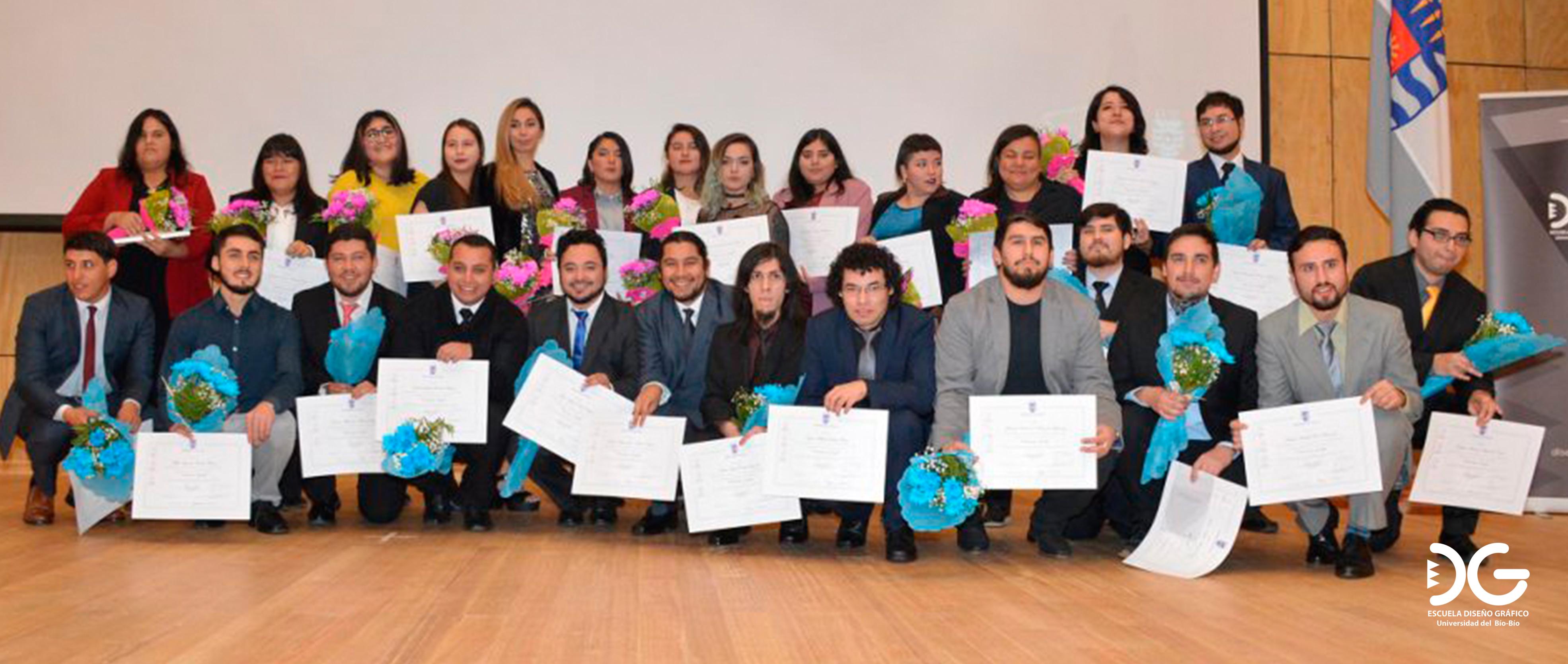 Nueva generación de Diseñadores Gráficos UBB recibieron su diploma de título profesional